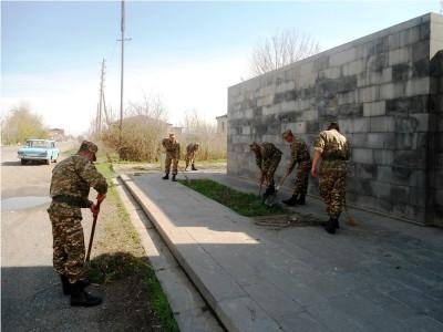 Արմավիրի մարզում  հուշարձաններ են  մաքրվել  զինվորների աջակցությամբ
