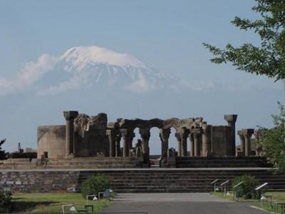 Բաց եւ փակ միջոցառումները  իրականացվել  են  «Զվարթնոց» տաճարի հարևանությամբ