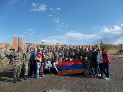 Արագածոտնի մարզի դպրոցականներն ու զինծառայողները բարձրացել են  Արագածի  գագաթ